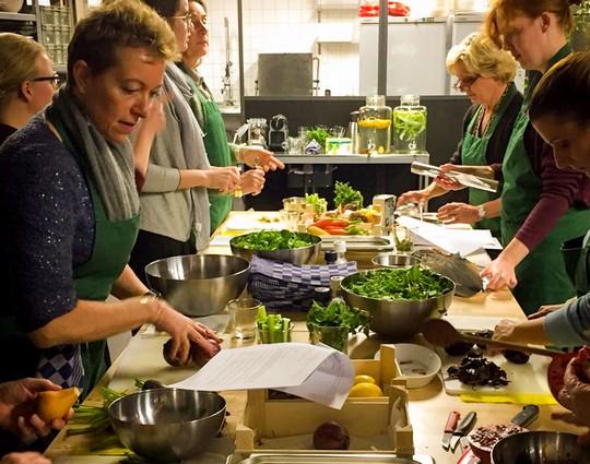 Workshop gezonde 3 gangen maaltijd maken | Kookworkshop gezonde maaltijd maken | Kookworkshop op locatie | Workshop gezond gezondheidsprogramma | Leuke gezonde workshop | Kookworkshop voor grote groepen | Workshop gezonde lunch maken | Workshop gezonde hapjes maken | Werk | Collega's | Bedrijven | workshop gezonde voeding en vitaliteit | Fitte werknemers | workshop leefstijl |Workshop vitaliteit | Gezonde werknemers |Werknemersgeluk |Werkgeluk | Werknemers dag | Werknemers dag gezondheid | Werknemers dag gezonden voeding| Vitaliteitsplan |Vitaliteitsplan werknemers